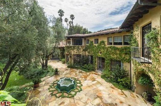 Christina Aguilera Buys $10 Million Mansion in Charlie Sheen's Neighborhood (PHOTO)