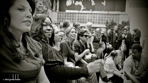 Grey's Anatomy Season 9: Shonda Rhimes Hangs Out on Set With the Cast (PHOTO)