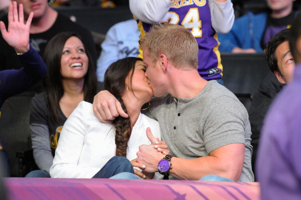 Sean and Catherine Share a Kiss at the Lakers Game! (PHOTO)