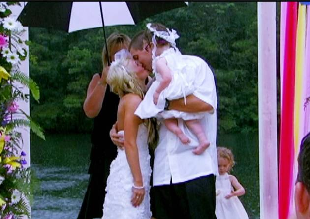 "Leah Messer and Jeremy Calvert Say ""I Do"" in The Rain!"