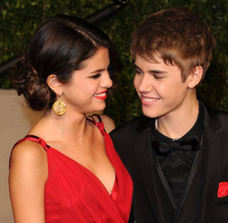 """Selena Gomez and Justin Bieber Are """"Hooking Up Again"""": Report"""
