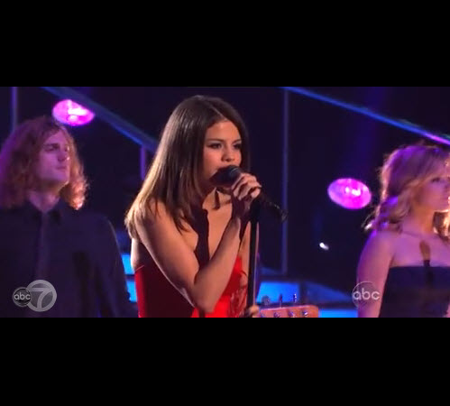 Dancing With the Stars 2013 Results Show: Selena Gomez, The Band Perry Perform on Week 5