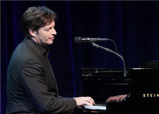 Harry Connick, Jr., Returns to American Idol to Mentor the Top 4