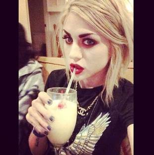 "Frances Bean Cobain Calls Kendall Jenner a ""Self-Absorbed Idiot""!"