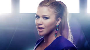 """Kelly Clarkson """"People Like Us"""" Saves Us From a Black and White World"""