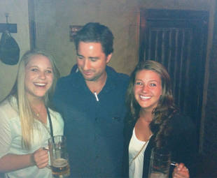 Is Luke Wilson Looking at This Fan's Boobs or Her Beer? (PHOTO)