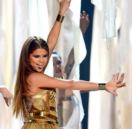 "Selena Gomez Cancels Event for Health Reasons: ""I Feel Horrible"""