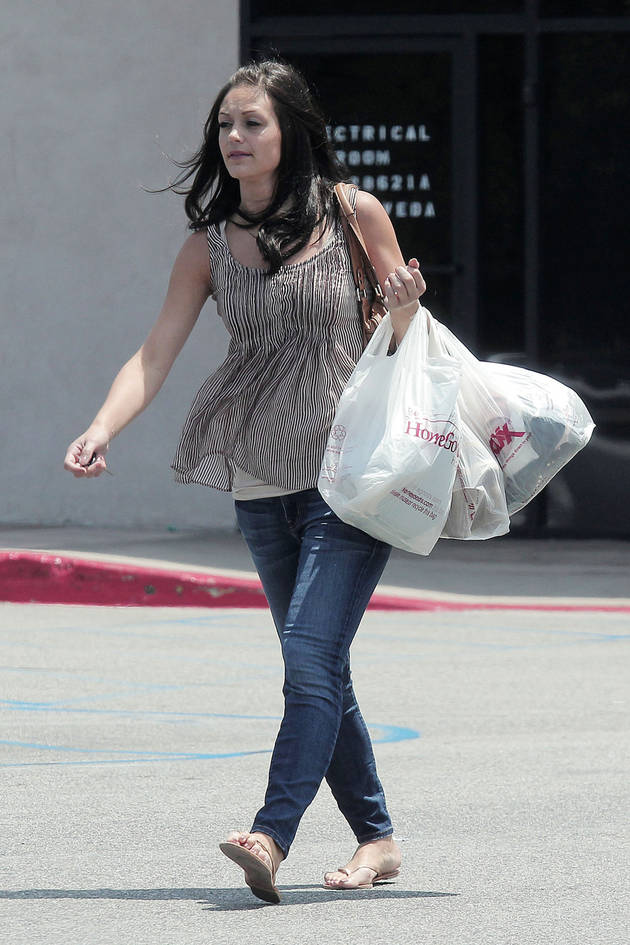 Desiree Hartsock's Thrifty Style: Possessionista's Journey to the Mall