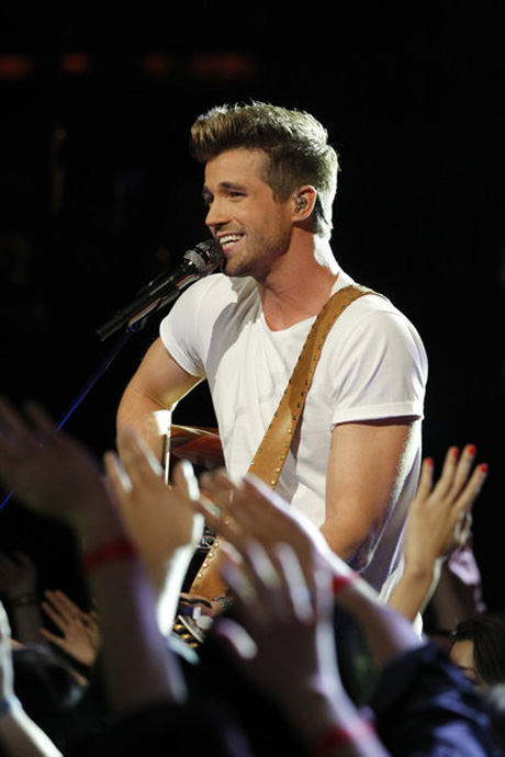 "Josiah Hawley Sings ""The Man Who Can't Be Moved"" on The Voice 2013 Live Shows, May 13 (VIDEO)"