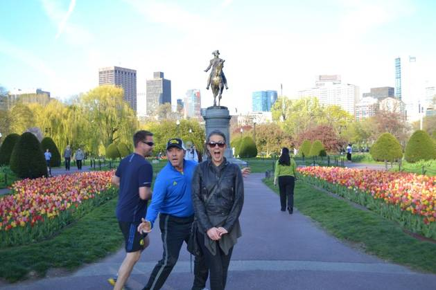 "Kevin Spacey Stuns Tourist in Boston: ""This Is a Photobomb!"" (PHOTO)"