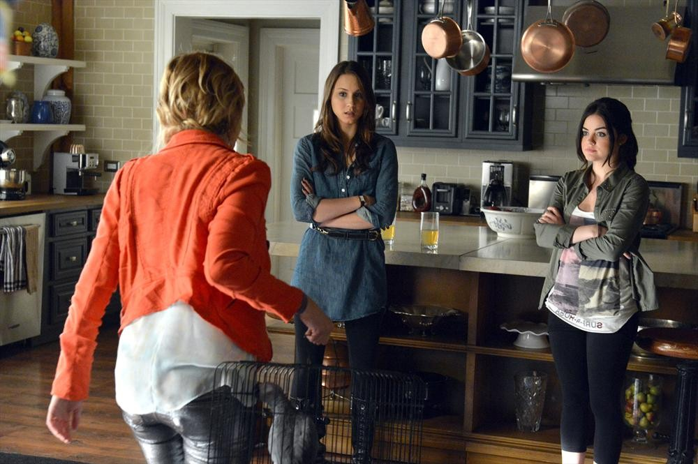 "Pretty Little Liars Season 4 Spoiler: Spencer Is ""Conflicted"""