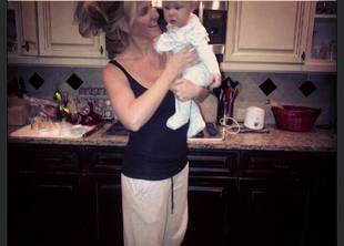 Kim Zolciak Posts New Picture: Do You Spot a Baby Bump? (PHOTO)