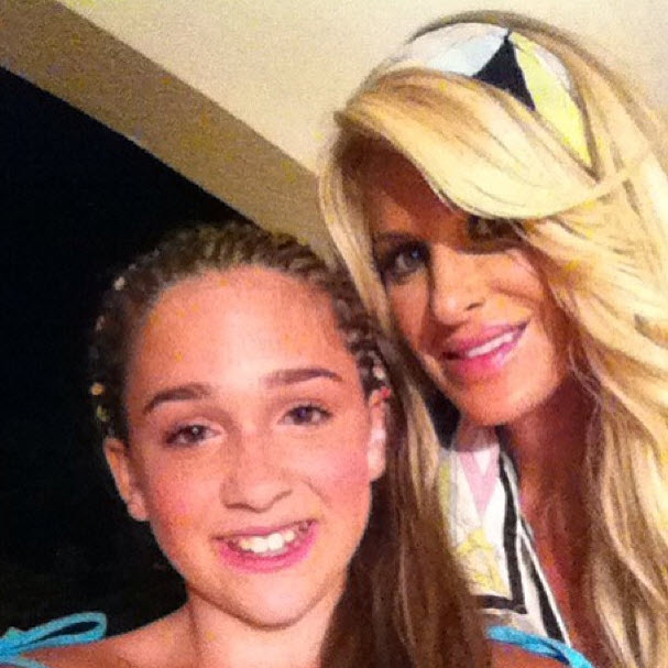 Kim Zolciak Wants to Make Sure She Stays Close to Her Daughters (VIDEO)
