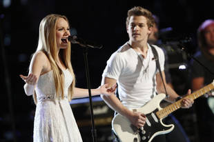 Hunter Hayes Surprises Danielle Bradbery With New Guitar After Voice Win (VIDEO)