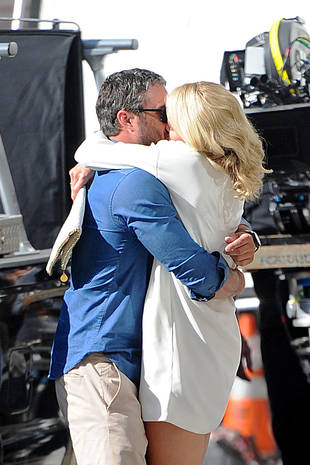 Taylor Kinney and Cameron Diaz Share Steamy Kiss on Set of New Movie (PHOTO)