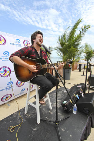 American Idol's Lee DeWyze Dishes on New Album and Babies! — Exclusive