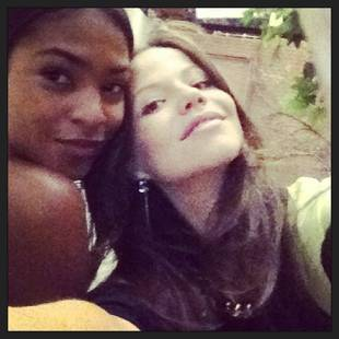 Pretty Little Liars Season 4: Jenna and Shana Together (PHOTO)