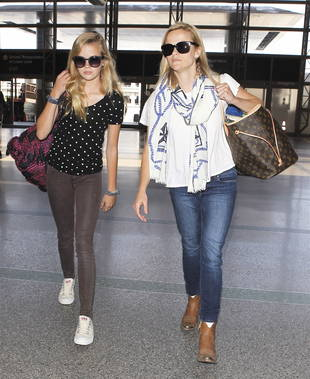 Reese Witherspoon and Daughter Ava Look Like Twins as They Jet Off to Paris (PHOTO)