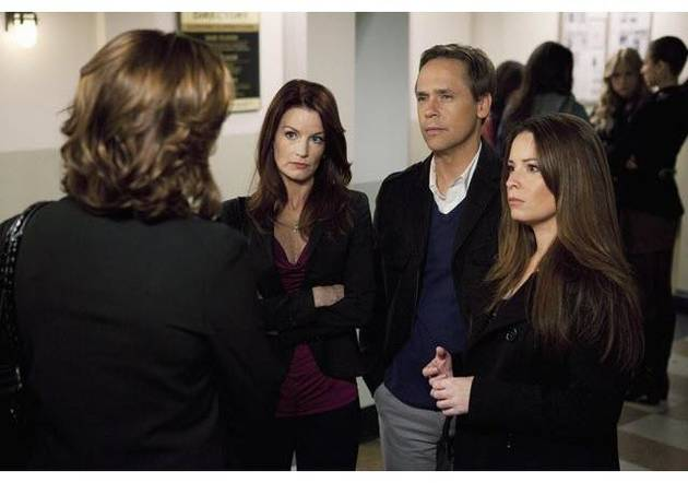 Pretty Little Liars Spoilers: Which Rosewood Parent Is in Danger?