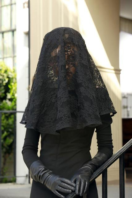 "Pretty Little Liars Burning Question: Who Is the ""Lady in Black""?"