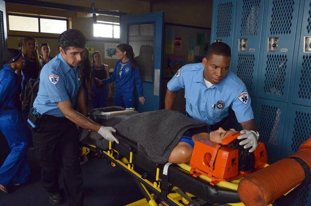 Pretty Little Liars Season 4 Spoiler: Is Emily Injured? (PHOTO)