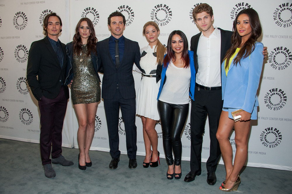 Pretty Little Liars Stars React to Season 4 Premiere Shockers!