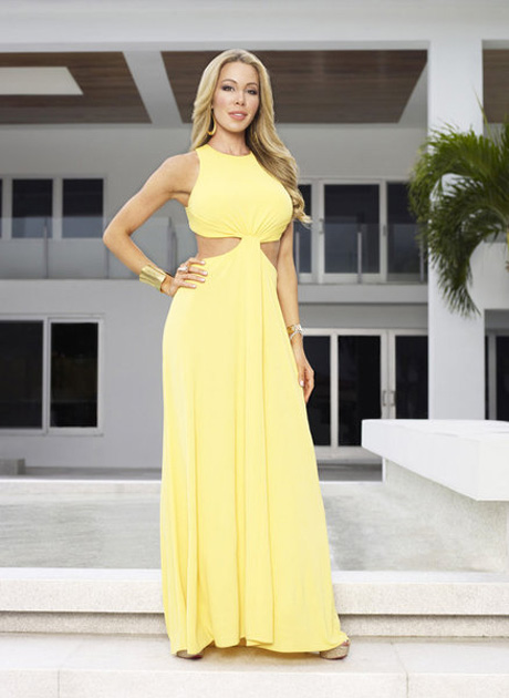 Lisa Hochstein Defends Right to Tear Down House on Twitter