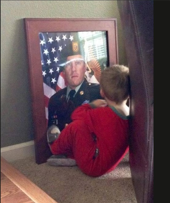 Heartbreaking Photo of Boy Whose Dad Died Serving in Afghanistan Will Bring a Tear to Your Eye (PHOTO)
