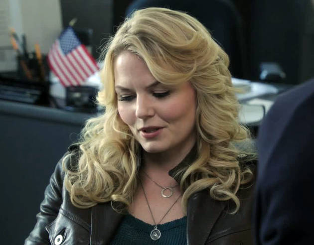Once Upon a Time's Jennifer Morrison Explains the Meaning Behind Emma's Necklace (PHOTOS)