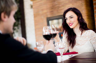 5 Foods You Should Never Ever Eat on a Date