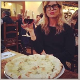 Grey's Anatomy's Ellen Pompeo Obsesses Over Italian Pizza (PHOTO)