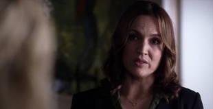 Pretty Little Liars Season 4, Episode 8 Sneak Peek: Does Ashley Marin Get Out of Jail? (VIDEO)
