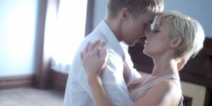 """Kellie Pickler on Passionate """"Someone Somewhere Tonight"""" Video With Derek Hough"""