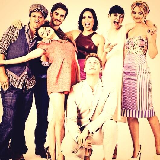 Once Upon a Time Cast Takes Cutest Pic Ever at Comic-Con 2013 (PHOTO)
