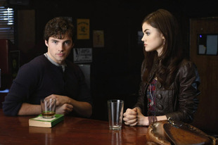 Pretty Little Liars Flashback: Aria and Ezra's First Meeting (VIDEO)