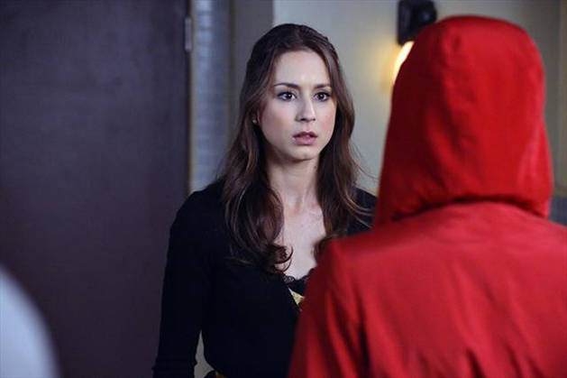 Pretty Little Liars Season 4 Spoilers: Red Coat Will Be Revealed, Says Shay Mitchell
