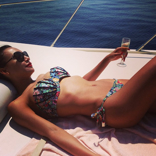 Naya Rivera Wears a Bikini on a Yacht in Italy (PHOTO)