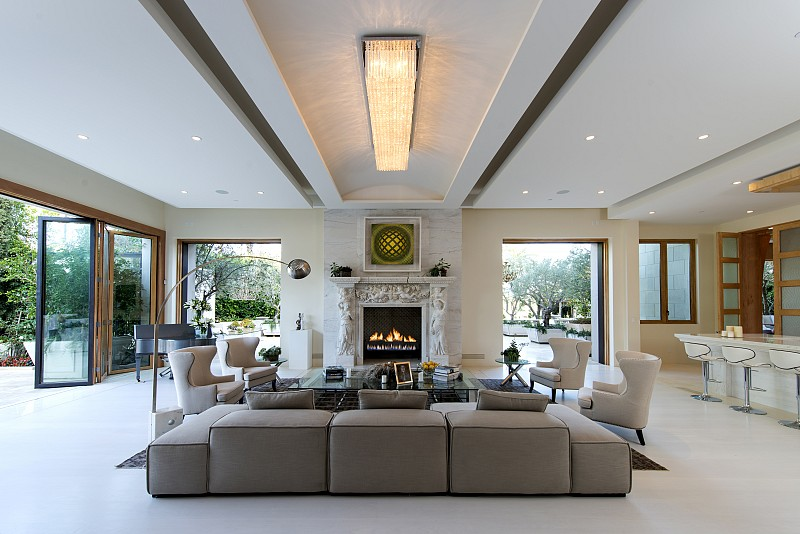 Family Room In The Crescent Palace A Yolanda Foster Living