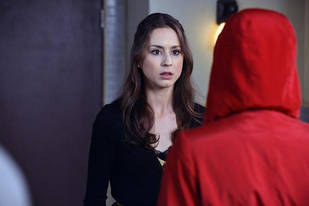 """Pretty Little Liars Speculation: Are Red Coat and Big """"A"""" Definitely the Same Person?"""