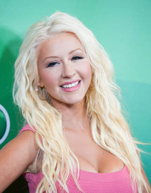 She's Back! Christina Aguilera Looks Better Than Ever in Skin Tight Jeans (PHOTOS)