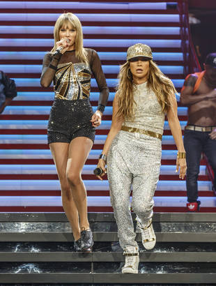 "Taylor Swift Duets With Jennifer Lopez on ""Jenny From the Block"" (VIDEO)"