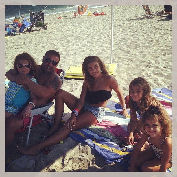"Joe Giudice Poses With ""His Four Angels"" (PHOTO)"