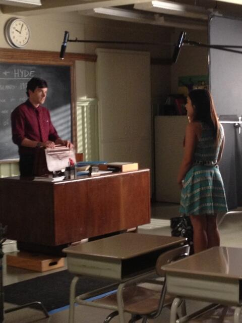 Pretty Little Liars Season 4 Spoiler Photo! Aria and Ezra Reunited