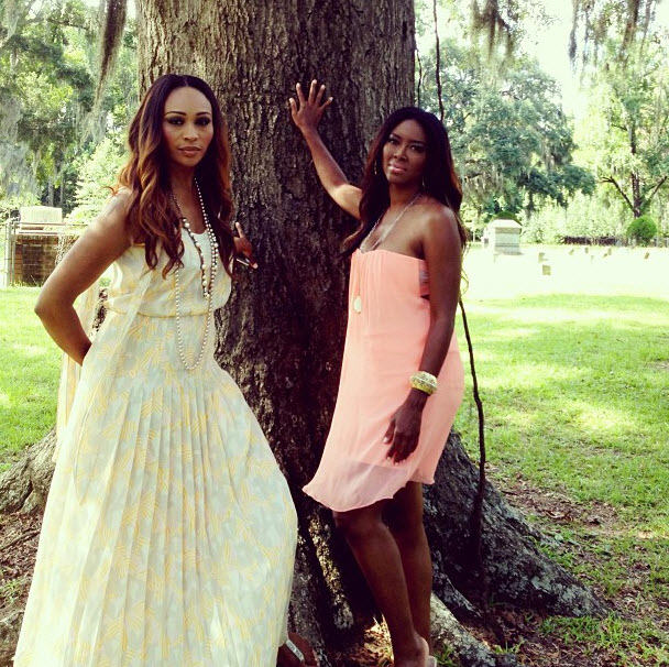 "Kandi Burruss Snaps ""Model"" Picture of Cynthia Bailey and Kenya Moore"