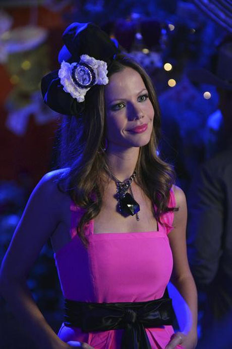 Pretty Little Liars Red Coat Reveal: 5 Reasons It's Jenna!