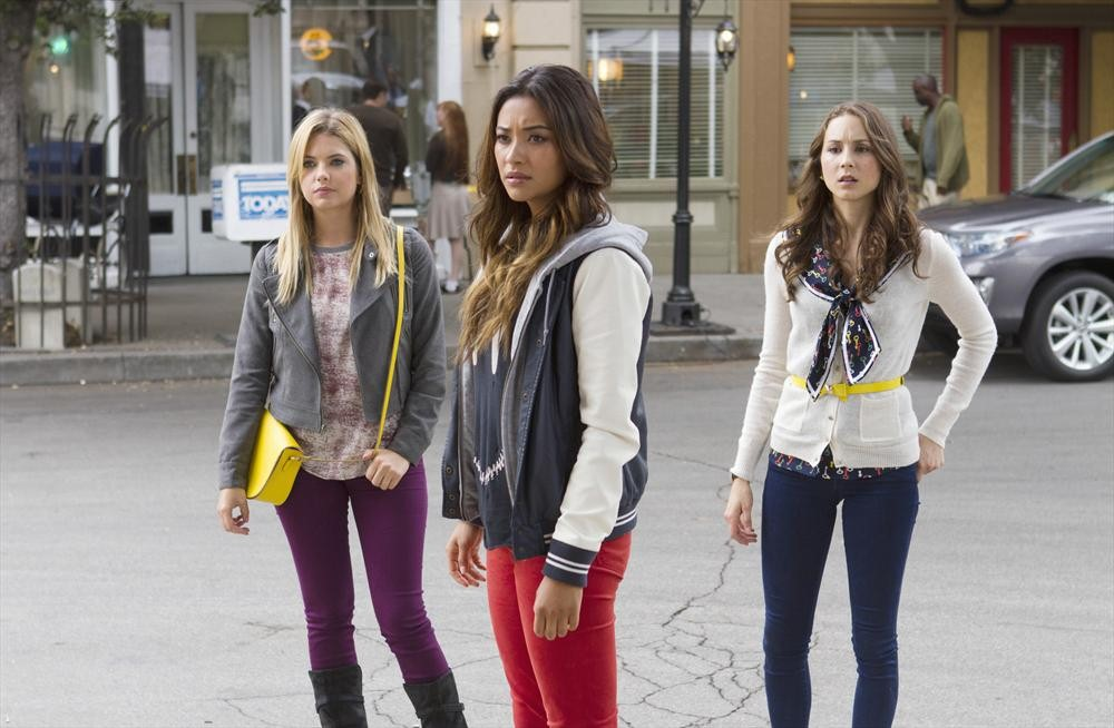 "Every Question From the Pretty Little Liars Season 4 Finale: Is Ezra ""A""? Is Ali Alive?"