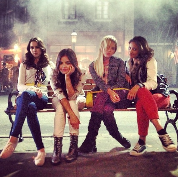 """Pretty Little Liars Season 4 Summer Finale Synopsis — """"Now You See Me, Now You Don't"""""""