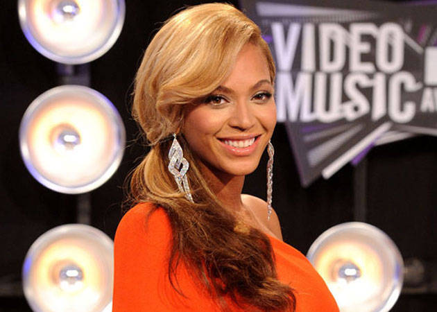 Beyonce Shows Off Daring New Cropped Cut (PHOTOS)
