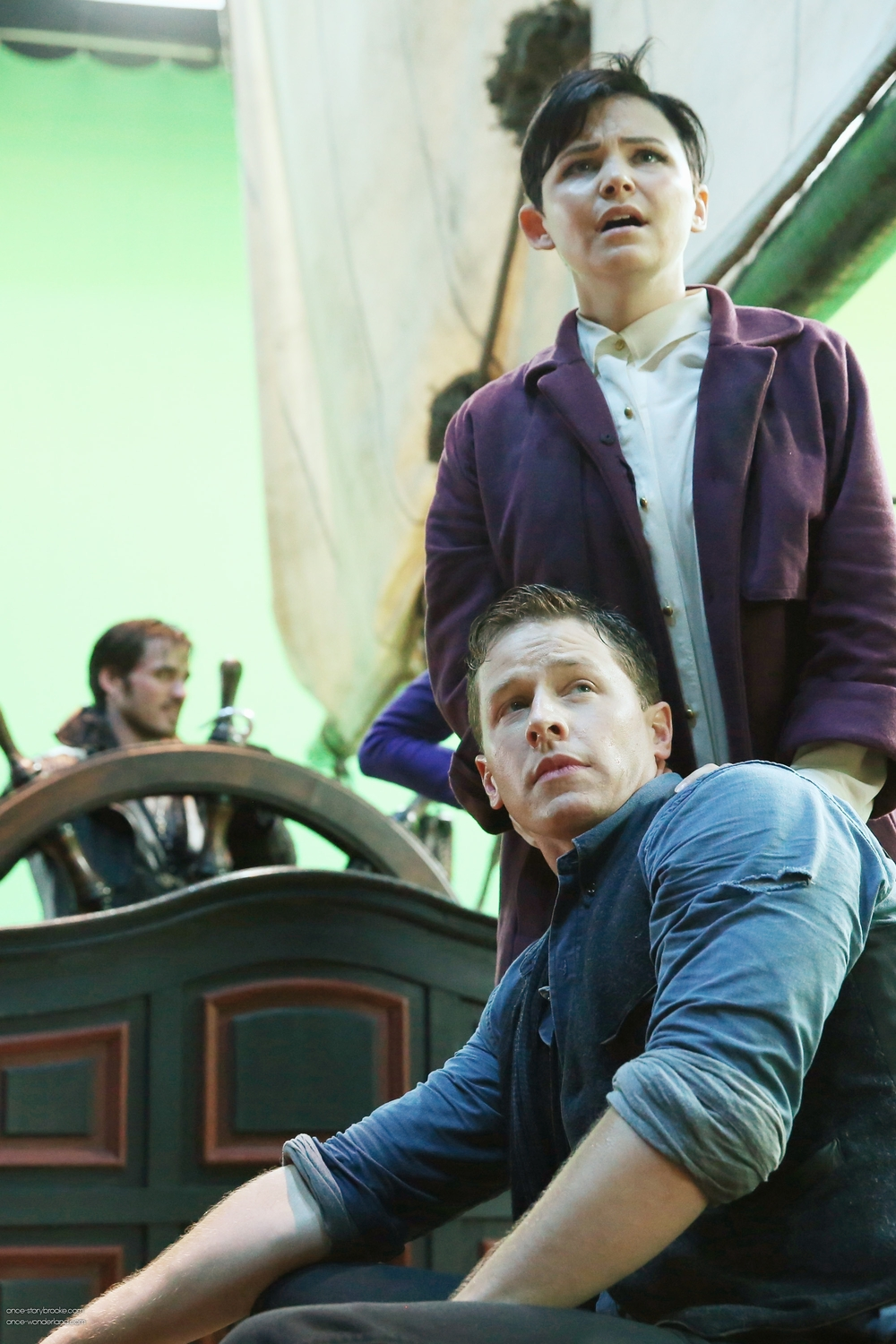 Once Upon a Time Season 3 Spoilers: Snow White Has Charming Tied Up, Sword Pointed at Him!