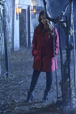 Pretty Little Liars Halloween Episode: Ali In a Red Coat — What Does It Mean?! (PHOTO)